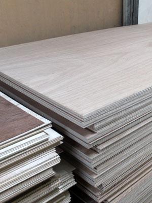 Triplek / Multiplek / Plywood bahan dari kayu semi meranti